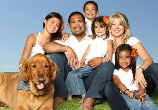 Mark Munoz Family Photos, Wife, Daughter, Son, Age, Salary