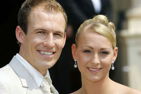 arjen-robben-family-photos-wife-daughter