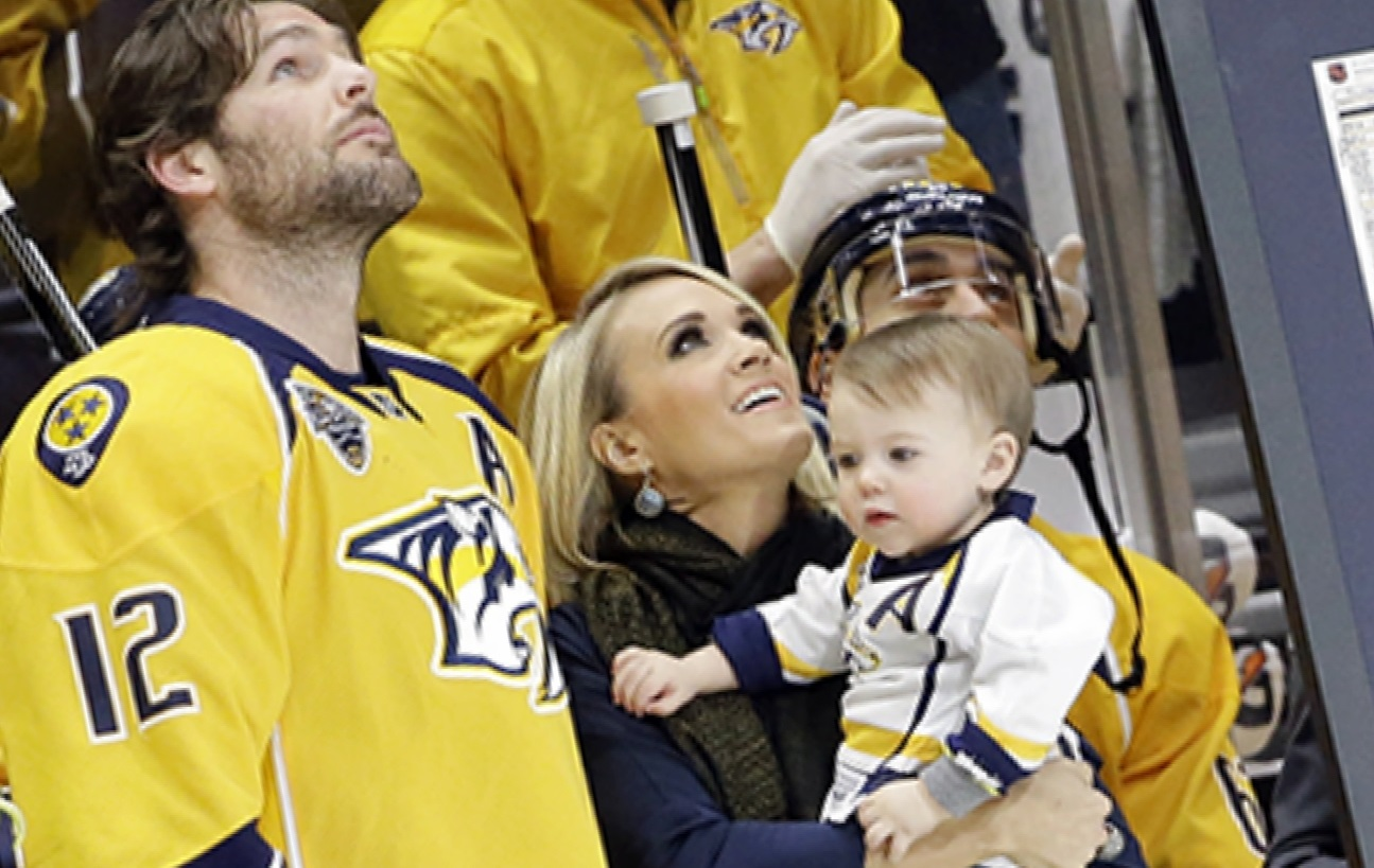 Carrie Underwood Family Photos, Husband, Son,  Weight, Height