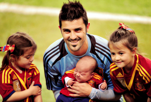David Villa Family Pictures, Wife, Son, Daughter Height,