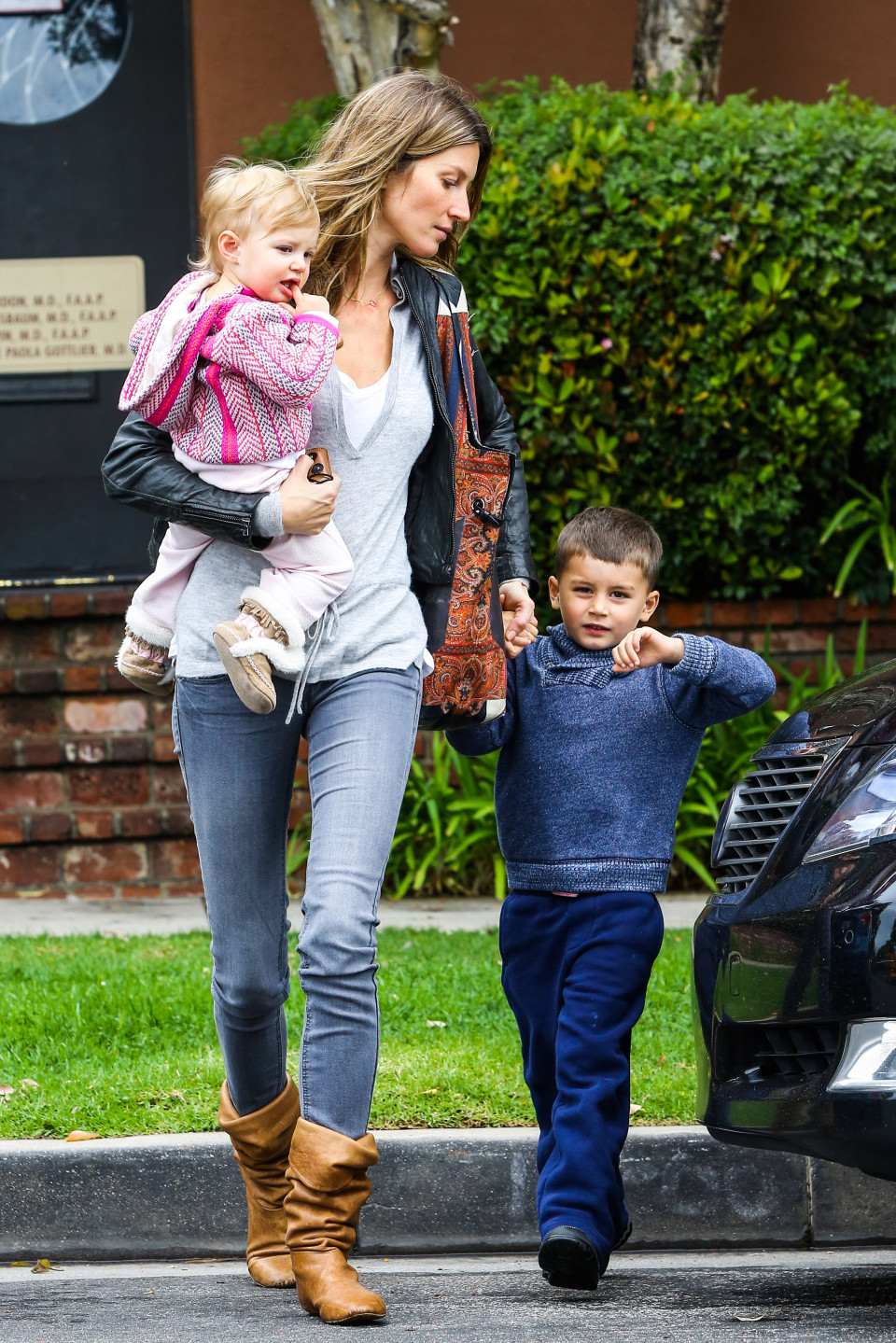 Gisele Bundchen Family Pictures, Husband, Kids, Height Weight