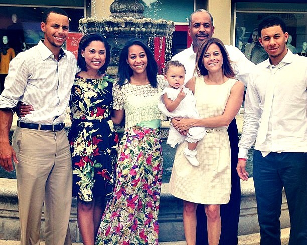 stephen-curry-family-pictures-wife-age-house
