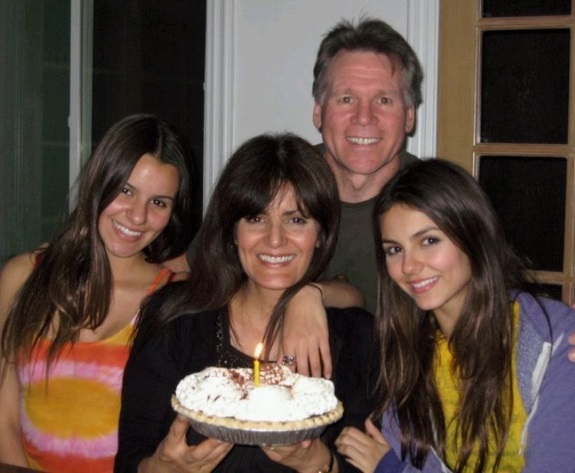 victoria-justice-family-pictures-parents-ethnicity