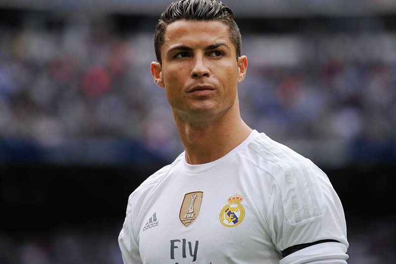 Cristiano Ronaldo Family Photos, Wife, Girlfriend, Son, Age, Height