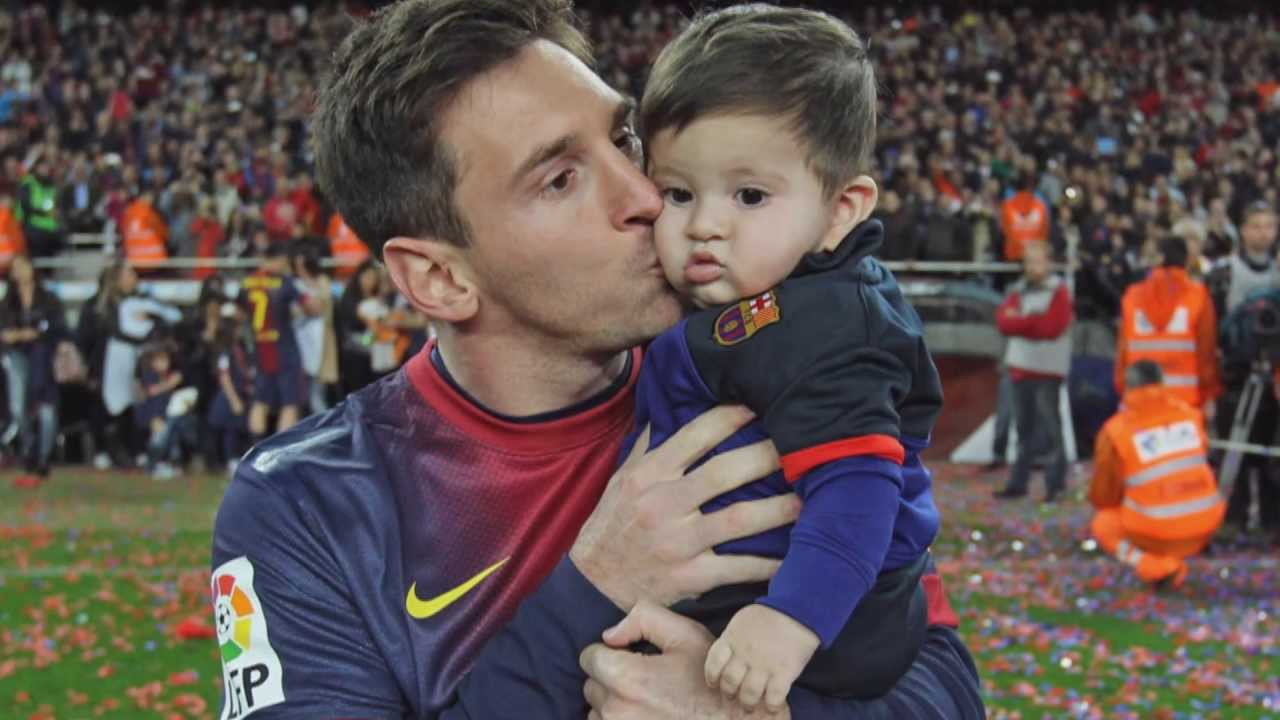 Lionel Messi Family Photos, Wife, Son, Height, Siblings
