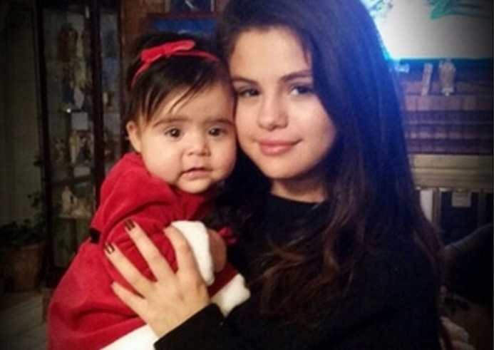 Selena Gomez Real Family Pictures, Siblings, Age, Height,