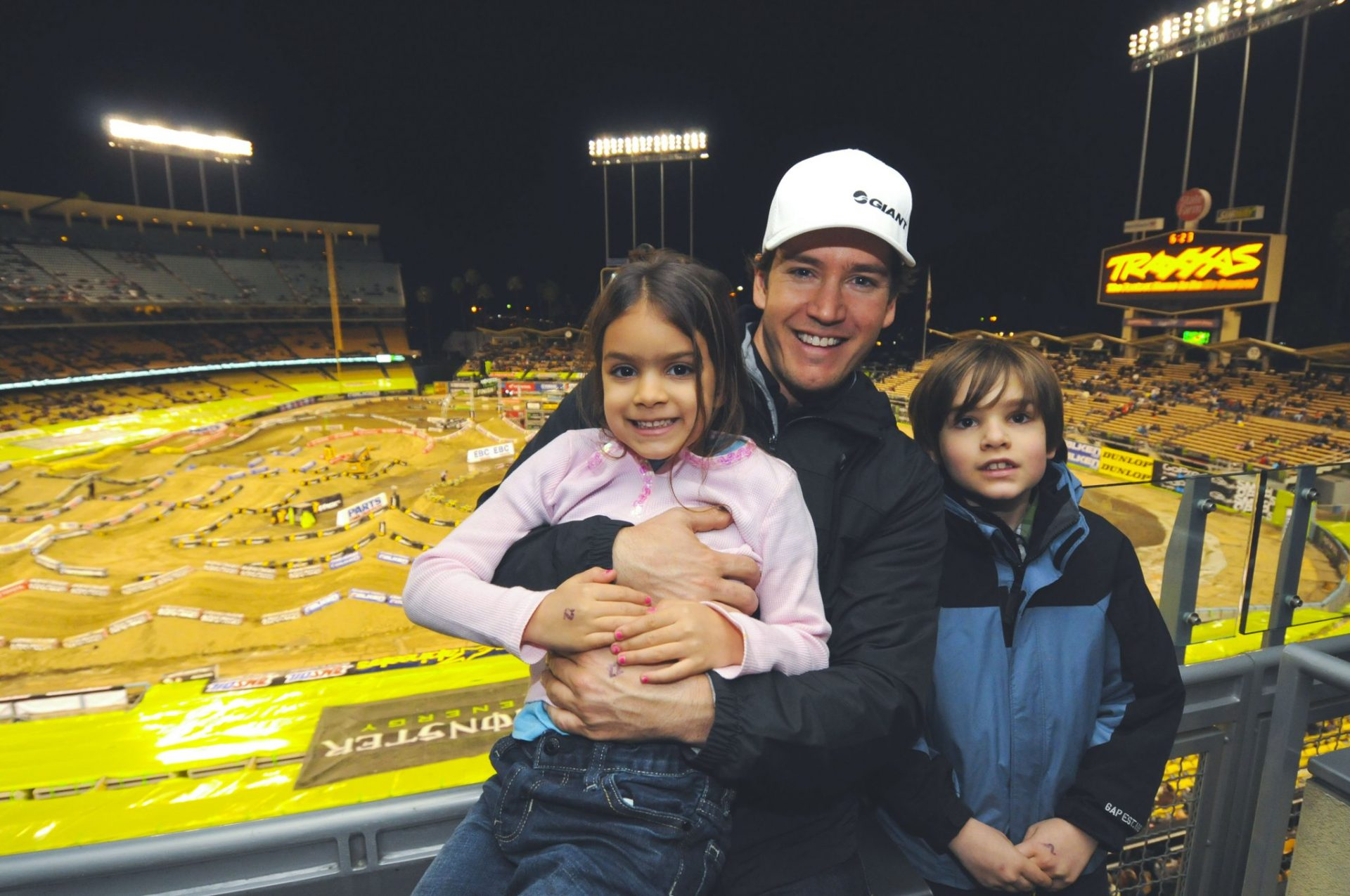 Mark-Paul Gosselaar Family Pictures, wife, Age, Height, Son, Daughter