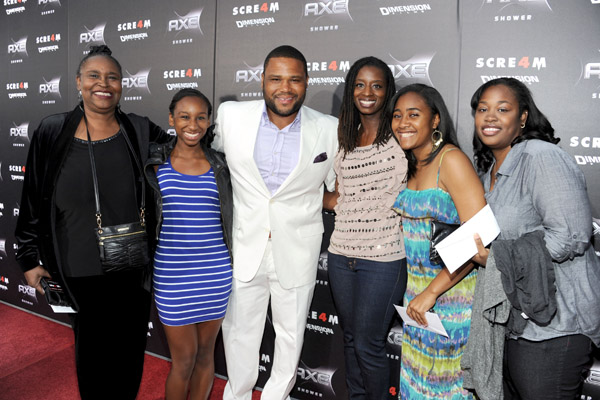 Anthony Anderson Family Pictures, Wife, Son, Daughter, Mom