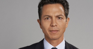 Benjamin Bratt Family Photos, Wife, Kids, Age, Height