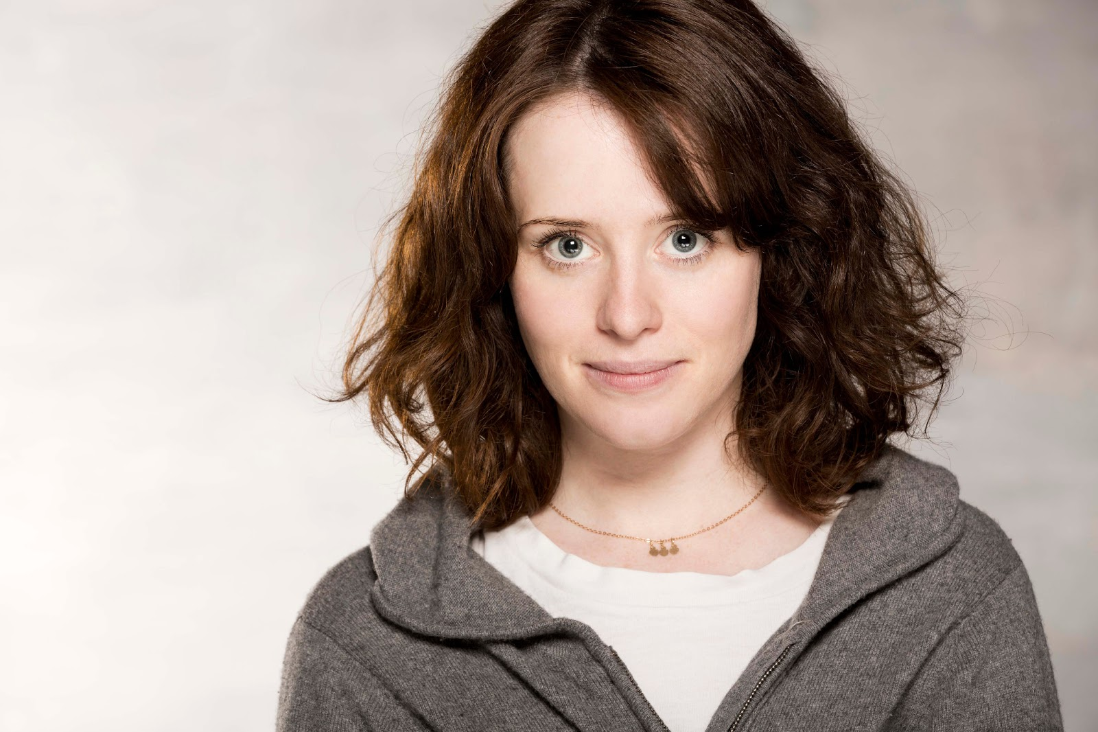 Claire Foy Family Photos, Husband, Age, Height, Baby