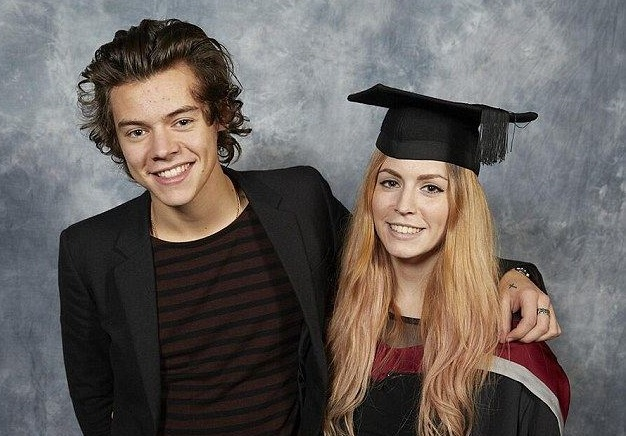 Harry Styles Family Photos, Wife, Daughter, Height, Sister, Brother