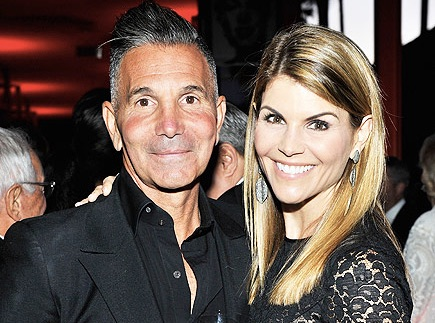 Lori Loughlin Family Photos, Husband, Age, Height