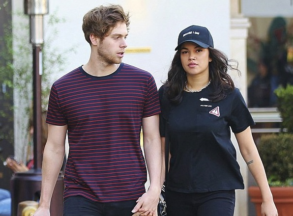 Luke Hemmings Family Photos, Parents, Girlfriend, Age, Height