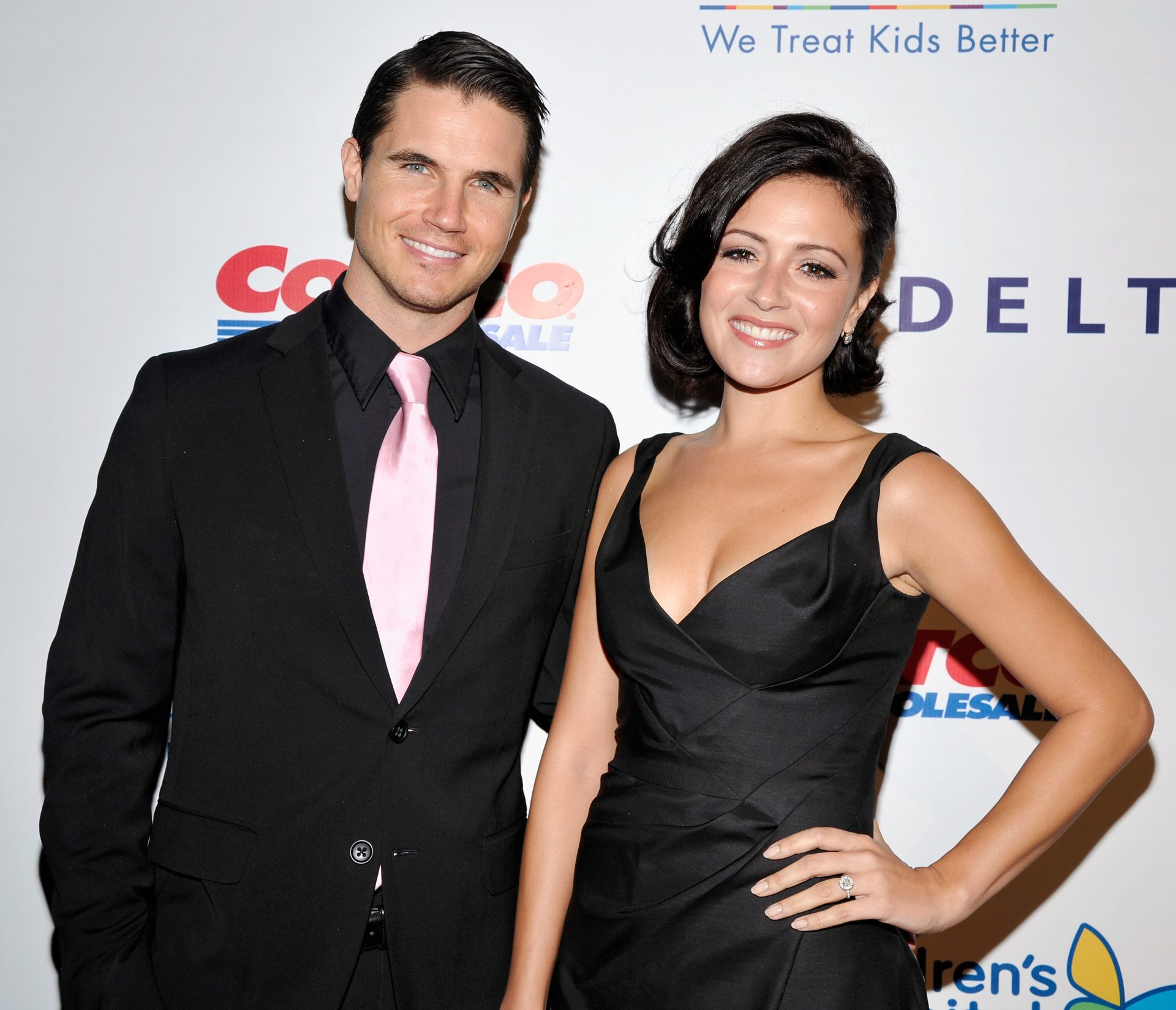 Robbie Amell wife,  Height, Net Worth