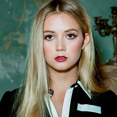 Billie Lourd Family Photos, Parents, Age, Husband, Boyfriend, Net Worth