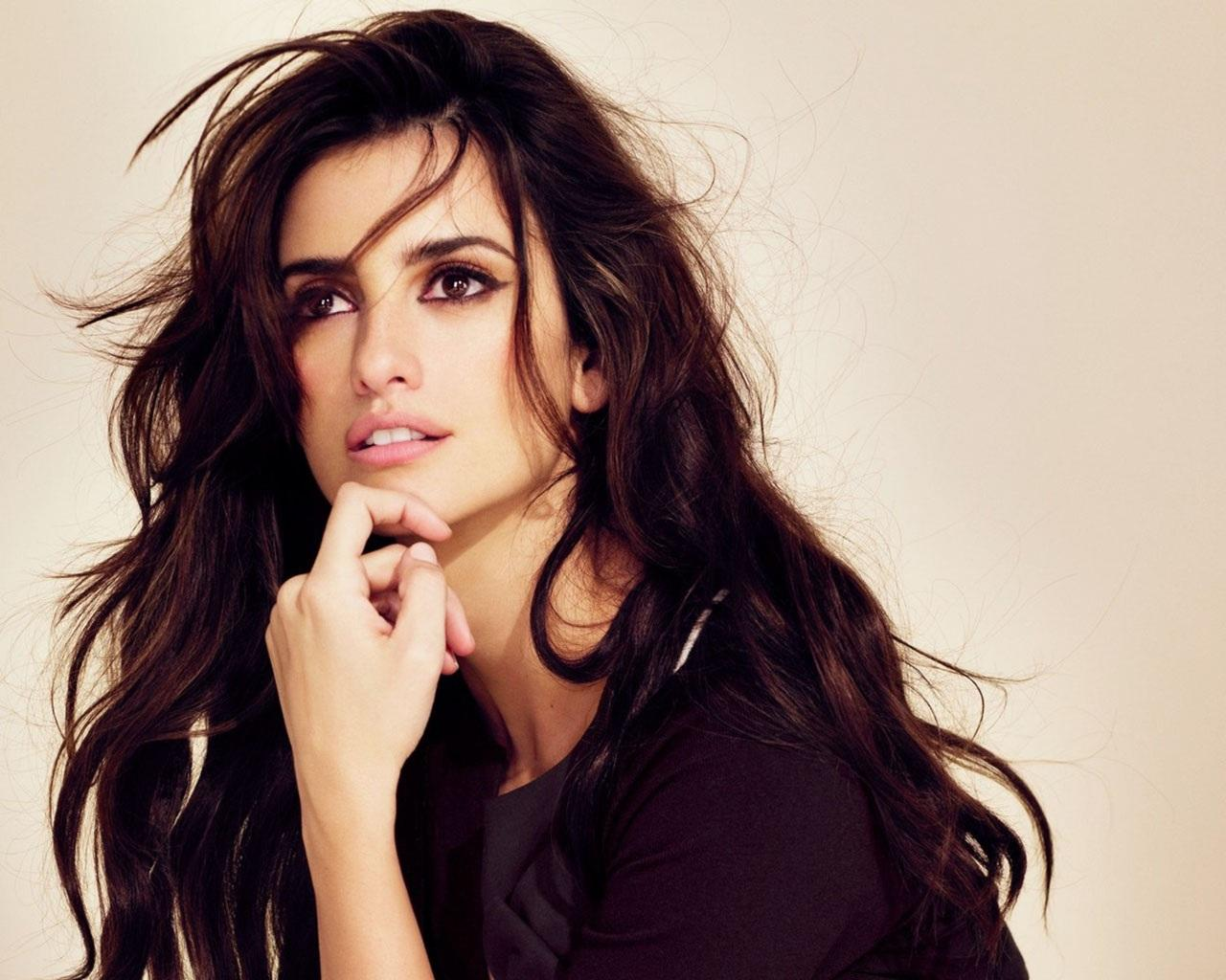 Penelope Cruz Family Photos, Husband, Children, Sister, Age, Height