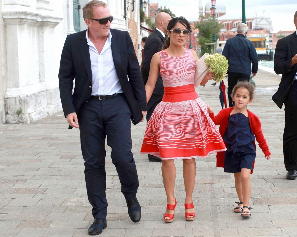 Salma Hayek Family Photos, Husband, Daughter, Height
