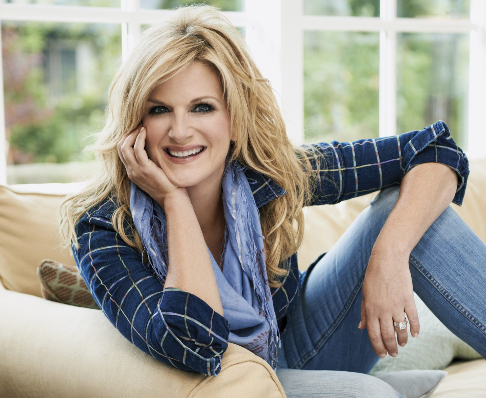 Trisha Yearwood Husband, Family Photos, Sister, Age, Height, Weight