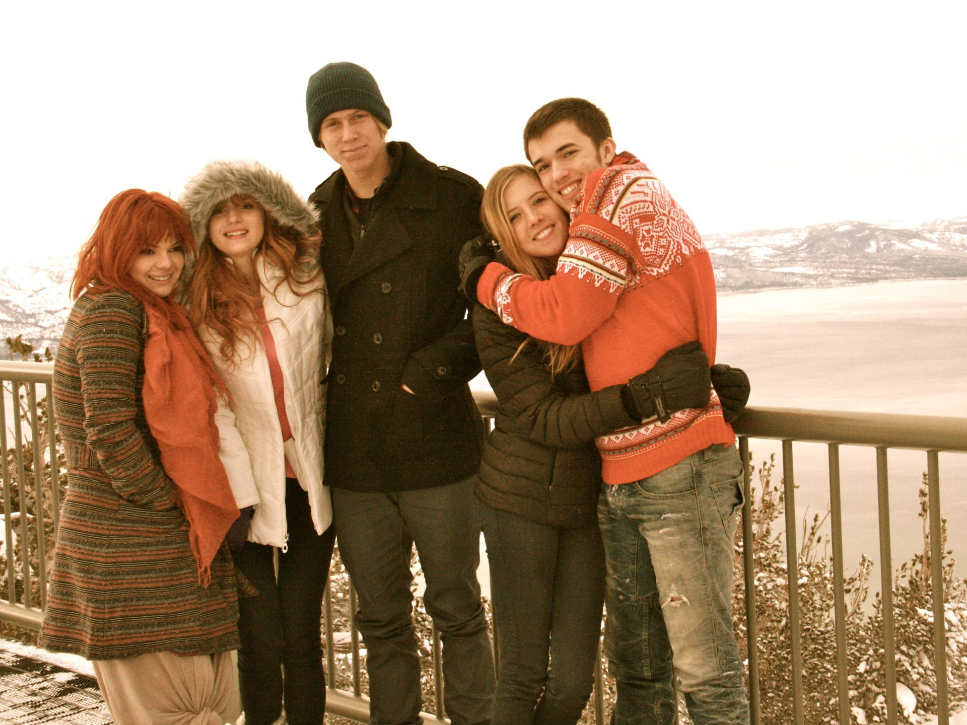 Bella Thorne Family Photos, Father, Brother, Sisters, Height, Net Worth