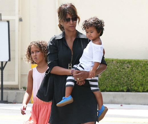 Halle Berry Family Photos, Net Worth, Kids, Age, Height, Daughter