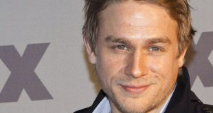 Charlie Hunnam Family Pics, Wife, Kids, Age, Height