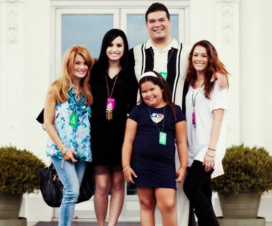 Demi Lovato Family Photos, Parents, Sisters, Boyfriend