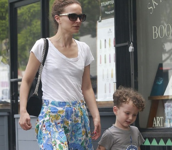 Natalie Portman Family Pictures, Husband, Age, Baby, Son ...