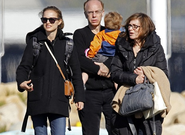Natalie Portman Family Pictures, Husband, Age, Baby, Daughter