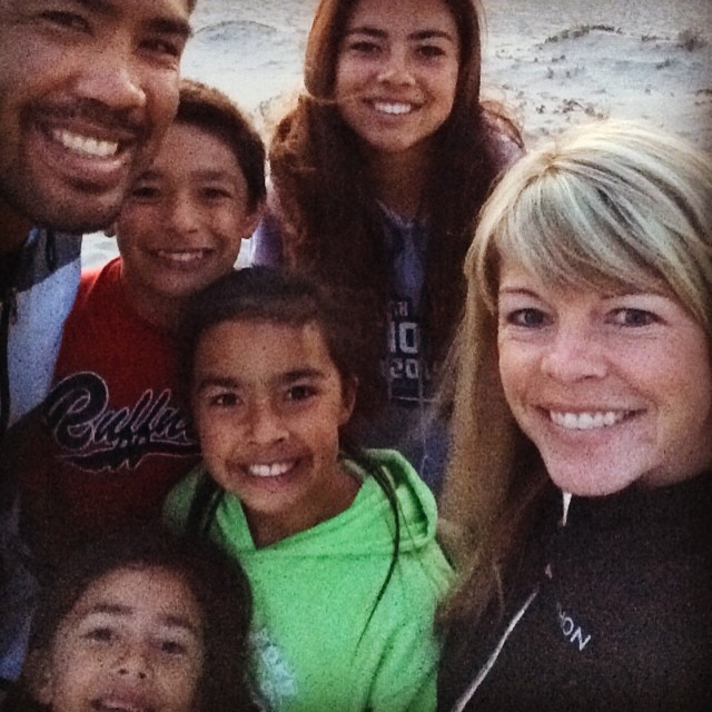 Mark Munoz Family Photos, Daughter, Son, Age, Height, Salary