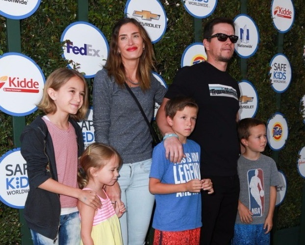 Mark Wahlberg Family Tree, Wife, Kids, Father, Age, Net Worth