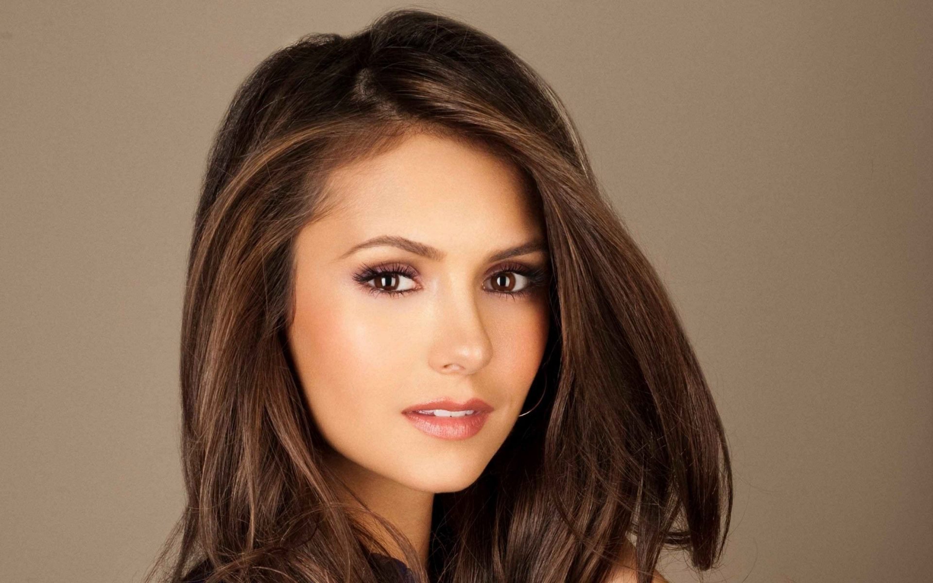 Nina Dobrev Family Pictures, Husband, Age, Height, Net Worth