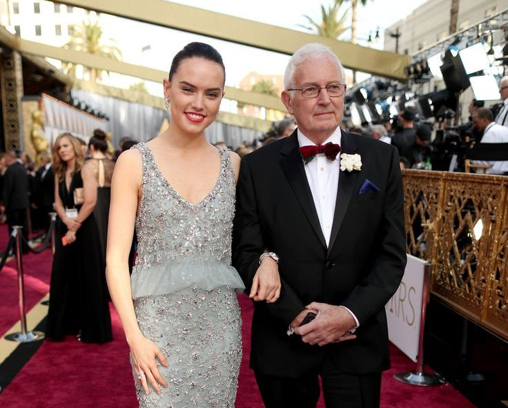 Daisy Ridley Family Photos, Father, Mother, Sister, Age, Net Worth