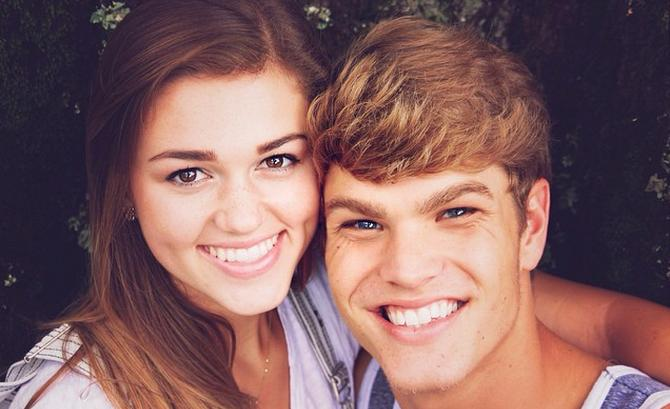 Sadie Robertson Family Photos, Father, Sister, Husband, Age, Height, Net Worth