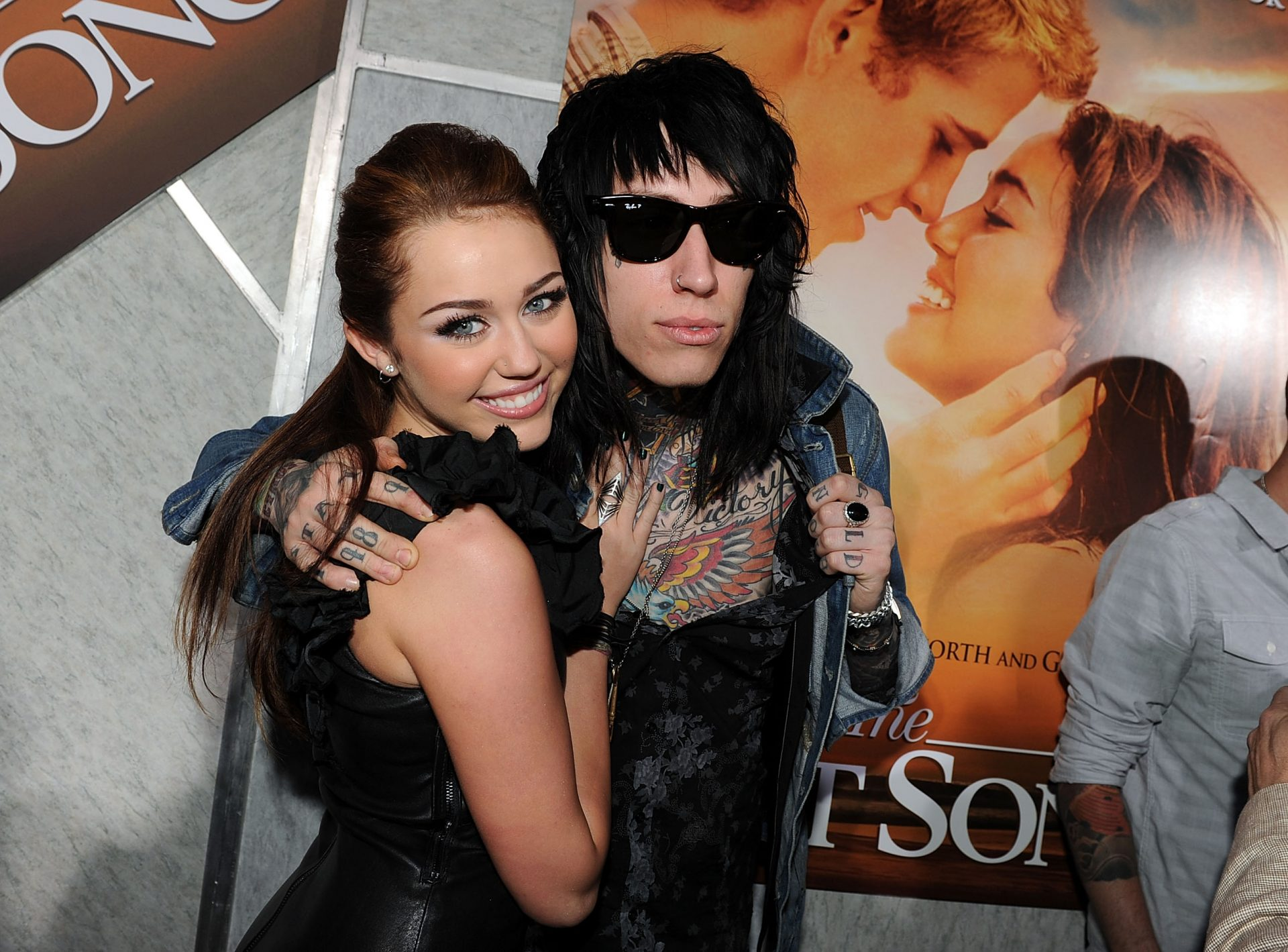 Trace Cyrus Family Photos, Father, Mother, Sister, Age, Height, Net Worth