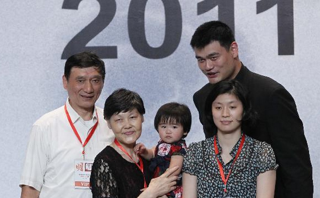 Yao Ming Family Pictures, Wife, Daughter, Father, Age, Net Worth, Salary
