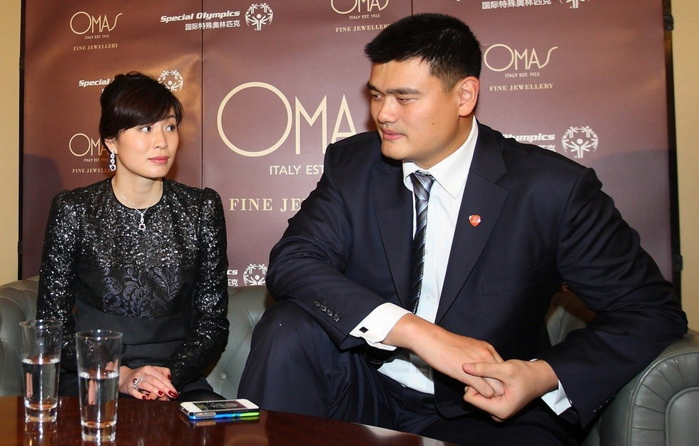Yao Ming Family Pictures, Wife, Daughter, Father, Height, Net Worth, Salary