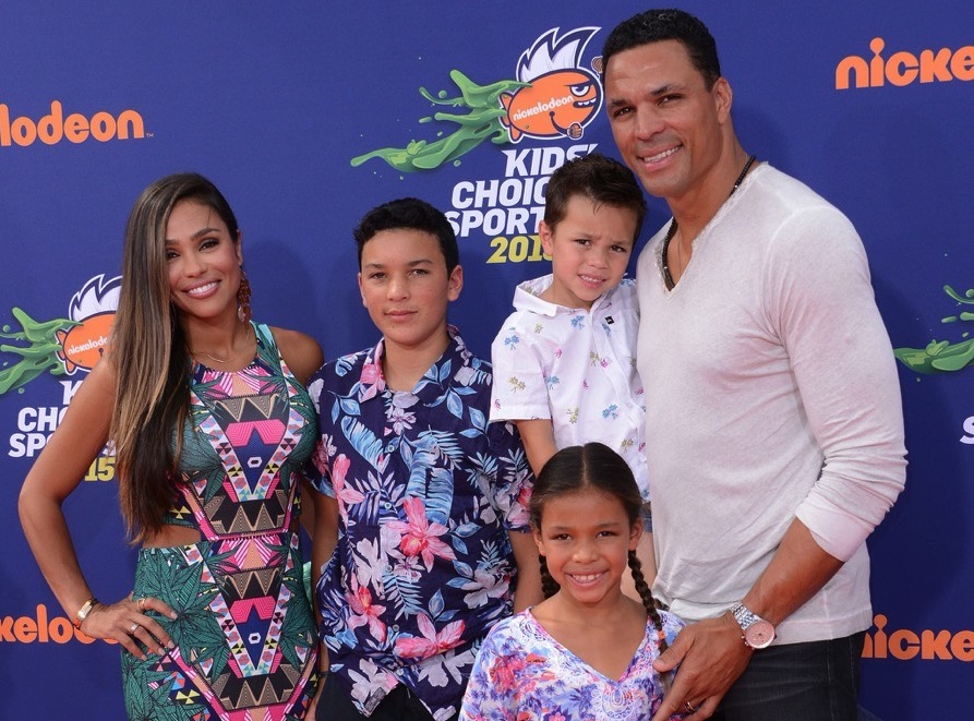Tony Gonzalez Family Pics, Wife, Son, Daughter, Age, Net Worth