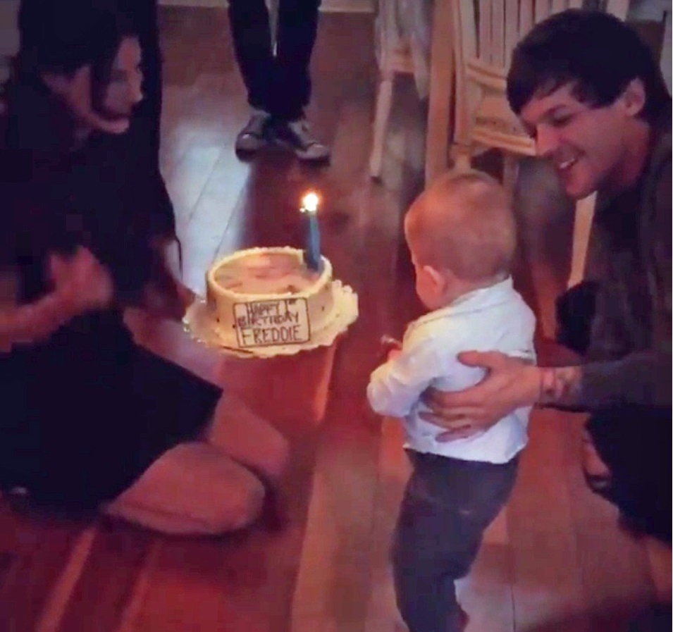 Louis Tomlinson Girlfriend Wife, Son, Siblings, Age